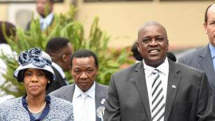 Mokgweetsi Masisiet son épouse Neo Masisi, à Serowe, le 27 mars 2018.