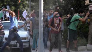 Un millier de personnes ont manifesté ce dimanche 7 septembre à Istanbul pour dénoncer les mauvaises conditions de sécurité imposées aux ouvriers turcs du bâtiment, au  lendemain de la mort de dix d'entre eux sur un chantier.