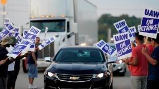 Les grévistes devant l'usine de General Motors qui sont en grève depuis le 16 septembre 2019.