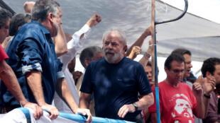 لولا دا سیلوا قرار بود تا پیش از ساعت ۵ عصر روز جمعه ۶ آوریل/١۷ فروردین به وقت محلی خودش را برای اجرای حکم به پلیس فدرال برزیل معرفی کند.