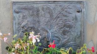 «Witches' Well», le puits aux sorcières, non loin du château d'Édimbourg.