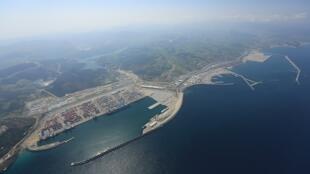 Vue aérienne du complexe portuaire Tanger Med.