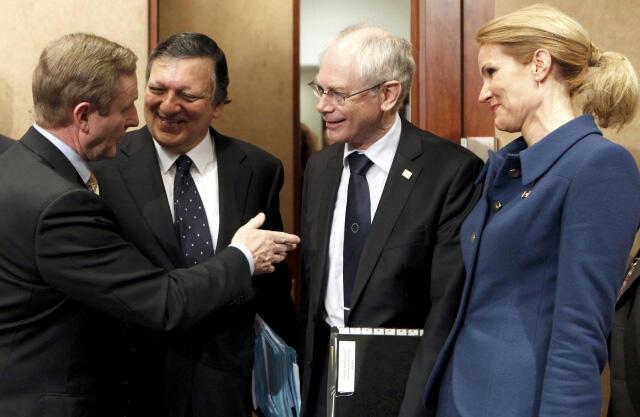 El premier irlandés Enda Kenny, el presidente de la Comisión Europea José Manuel Barroso, el presidente del Consejo Europeo Herman Van Rompuy y la premier danesa Helle Thorning-Schmidt, este 1ro de marzo en Bruselas.