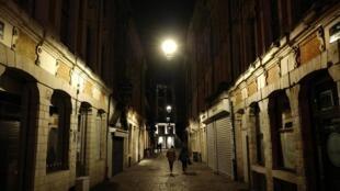 法国里尔,2020年10月16日夜 A Lille, le 16 octobre 2020.