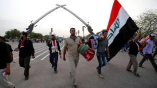 """巴格达""""绿区""""静坐示威抗议者在平静的气氛中撤离"""