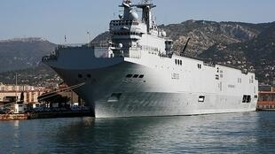 Le BPC français «Mistral» (L9013), mis à l'eau en 2004 à Brest et partiellement construit à Saint-Nazaire.