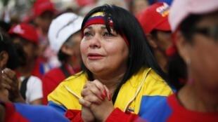 Les partisans du président Hugo Chavez sont venus témoigner de leur soutien sur la place Bolivar à Caracas, le dimanche 9 décembre 2012.