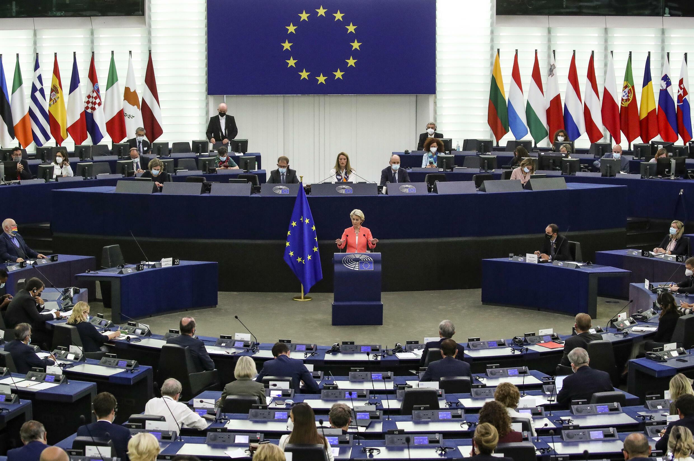 Ursula von der Leyen habla desde la tribuna de oradores durante el debate sobre el estado de la UE en el Parlamento Europeo, el 15 de spetiembre de 2021 en la ciudad francesa de Estrasburgo