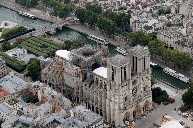 Vista do teto da Notre-Dame de Paris durante as obras, em julho de 2019
