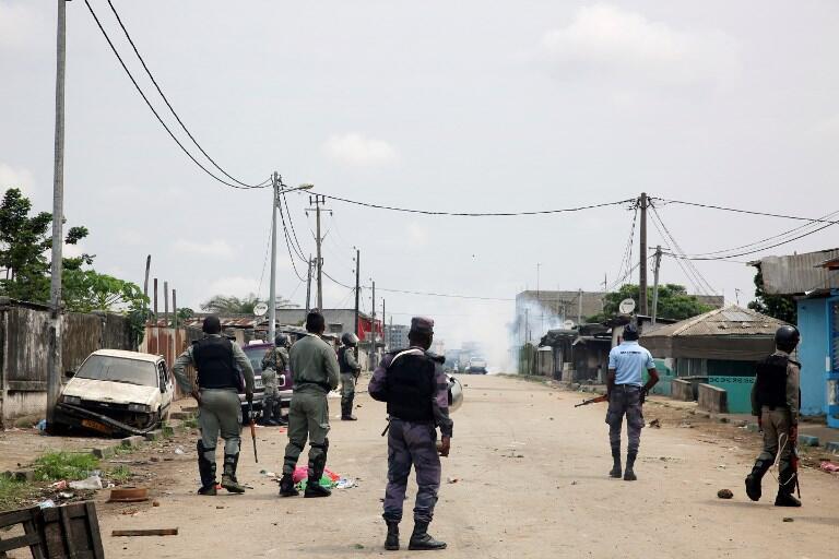 Gabon: forces de sécurité dans le quartier de la radio Télévision à Libreville après la tentative de putsch militaire, lundi 7 janvier 2019.
