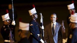 Presidente Barack Obama à chegada ontem a Panama City onde decorre a Cimeira das Américas