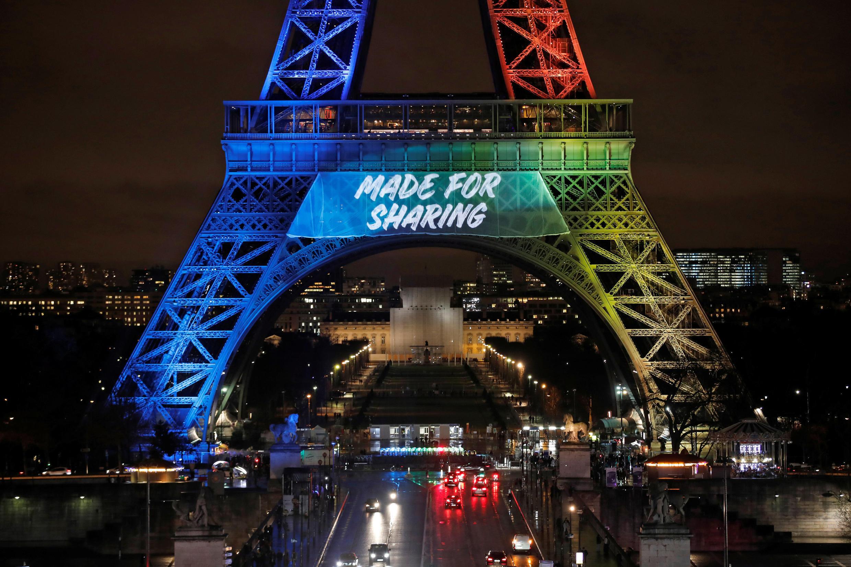Tháp Eiffel trong sắc màu Thế Vận Hội 2024, 03/02/2017.