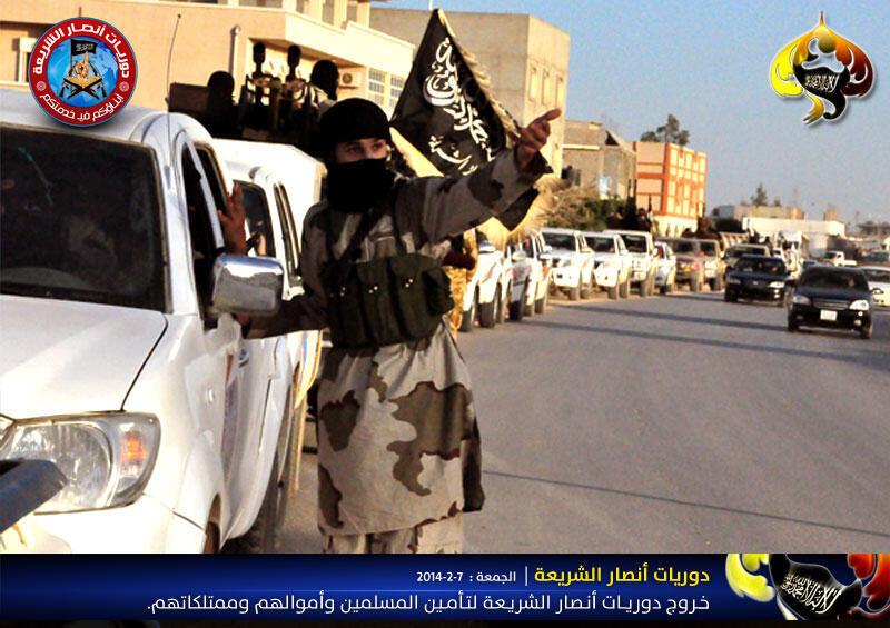 Une patrouille d'Ansar al-Charia Libye dans la région Cyrénaïque.