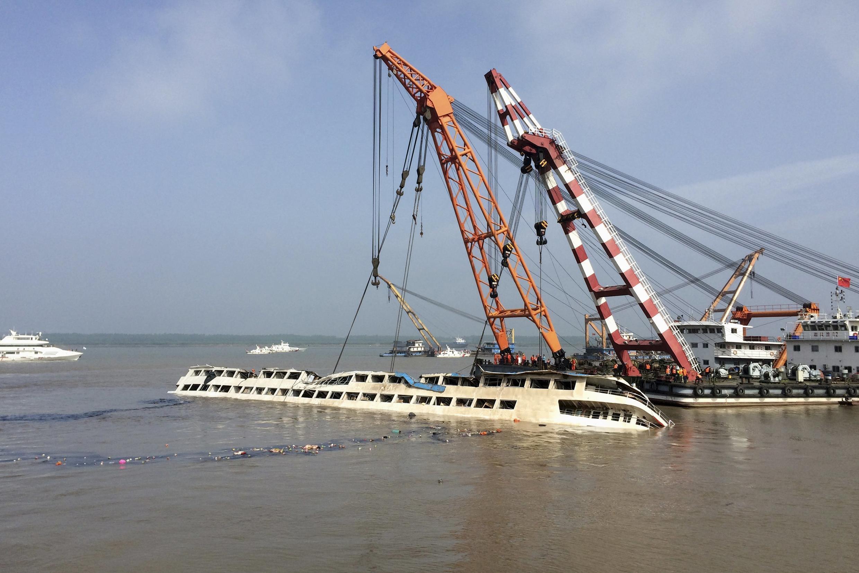 از غرق شدن این کشتی که روز دوشنبه روی داد، به عنوان فاجعهبارترین حادثه رودخانهای در چین در نزدیک به ۷۰ سال گذشته یاد شده است.