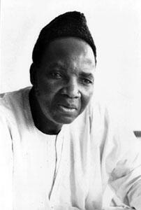 L'historien burkinabé Joseph Ki-Zerbo parle de triple dépossession.