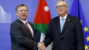 Le roi Abdallah de Jordanie a été accueilli par le président de la Commission européenne Jean-Claude Juncker à Bruxelles ce jeudi 17 mars, en marge du sommet européen sur les migrants.