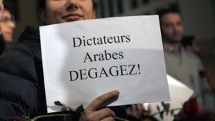 Manifestação de solidariedade com o povo tunisiano em Beirute no Líbano. 17 de janeiro de 2011.