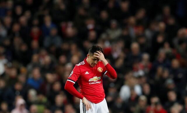 Dan wasan Manchester United Alexis Sanchez, yana alhinin rashin nasarar da suka yi a hannun Sevilla da 2-1 a filin wasa na Old Trafford, a gasar zakarun turai.