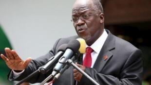 John Pombe Magufuli, président de la Tanzanie, réfute toujours la dangerosité du coronavirus.