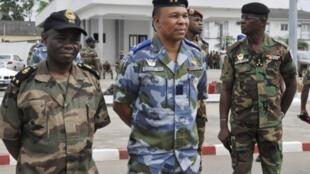 Le général Bi Poin (centre) commandait le Cecos, une unité d'élite dédiée à la sécurisation d'Abdidjan. Ici, en novembre 2010.