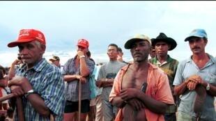Rassemblement de paysans sans terre à Novo Horizonte dans le Matto Grosso. La nouvelle réglementation fait craindre une recrudescence de violences à leur égard.