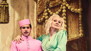 Légende : <i>Névrotik-Hôtel,</i>, la comédie musicale du metteur en scène Michel Fau, au Théâtre des Bouffes du Nord à Paris, jusqu'au 8 janvier 2017.
