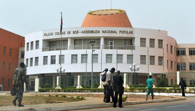 Parlamento da Guiné-Bissau cercado por militares esta quinta-feira 7 de Maio de 2020.