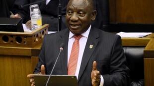 Rais wa Afrika Kusini Cyril Ramaphosa akilihutubia Taifa huko Cape Town Februari 13, 2020.