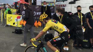 Le maillot jaune Primoz Roglic survole le Tour de France 2020 avec des performances qui interrogent certains.
