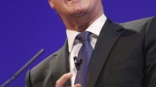 O primeiro-ministro britânico, David Cameron, discursa diante do Parlamento.