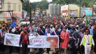 Photographie prise le 7 mars 2018. Après plus de trois semaines de contestation, la colère ne désemplit pas à Mayotte où l'insécurité est devenue quotidienne sur l'ile.