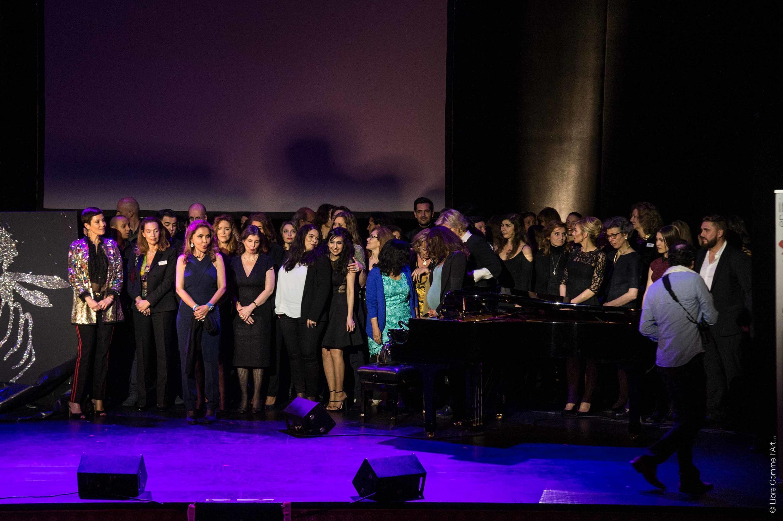 Homayra Sellier (3e gauche) entourée d'une partie du staff d'IED Europe.