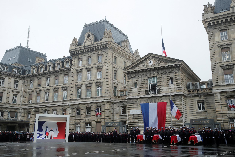 Ceremonia en homenaje a los policías fallecidos, este 8 de octubre de 2019 en la Prefectura de París.
