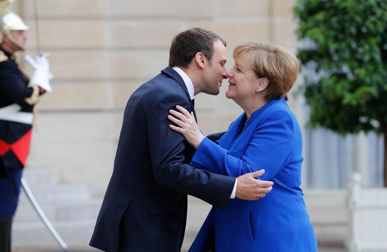Emmanuel Macron e Angela Merkel, 13 de Julho de 2017, no Palácio do Eliseu.