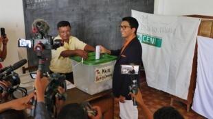 Mercredi 27 novembre 2019, le président Andry Rajoelina vote dans le quartier d'Ambatobe pour élire le maire de la capitale et ses conseillers municipaux.