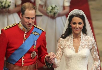 Hoàng tử Anh quốc William và Kate Middleton sánh bước sau hôn lễ tại tu viện Westminster ở Luân Đôn ngày 29/4/11.