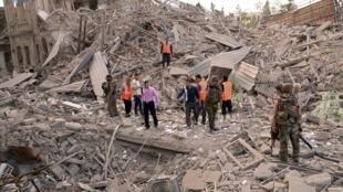 A Alep, sur le lieu de l'une des explosions, près de la place Saadallah al-Jabiri, le 3 octobre 2012.