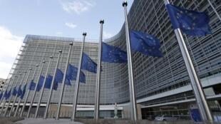 C'est un soulagement pour Lisbonne et Madrid à qui la Commission accorde respectivement un et deux ans supplémentaires pour mettre de l'ordre dans leurs comptes publics.