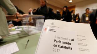 Catalunya : Tại một phòng phiếu ở Sant Cugat del Valles, ngày 21/12/2017.