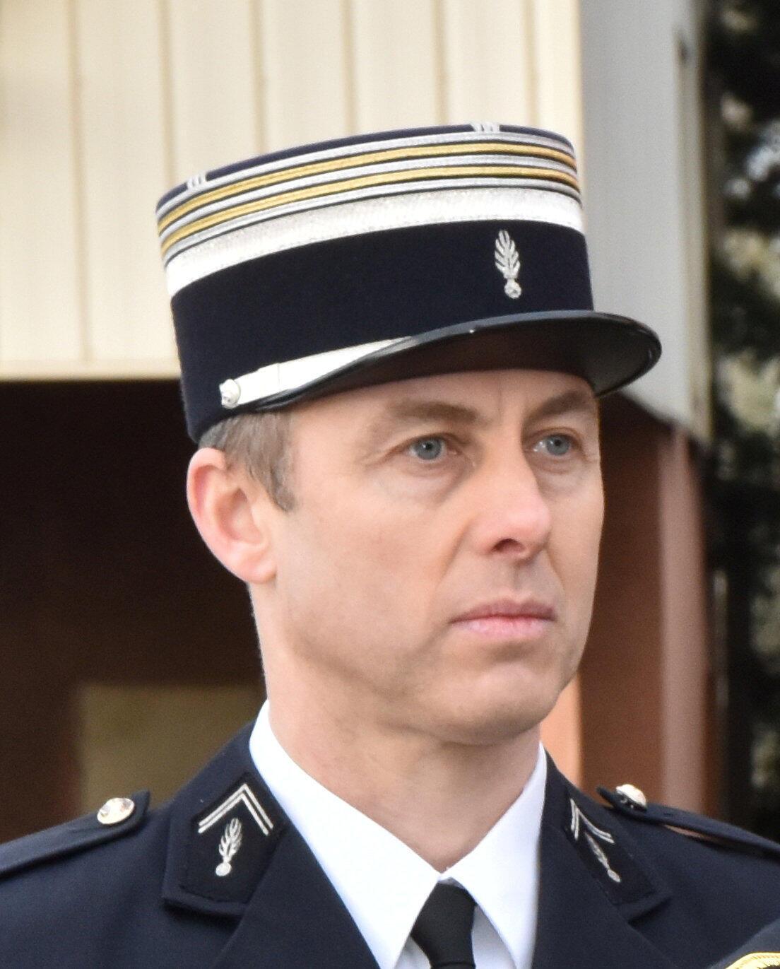 Trung tá Arnaud Beltrame, người thay thế một con tin trong vụ khủng bố ở miền nam nước Pháp ngày 23/03/2018, đã qua đời vì bị thương quá nặng.