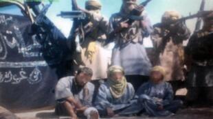 Capture d'une vidéo datant du 12 décembre 2011 où l'on peut voir les trois otages, deux mois après leur enlèvement.