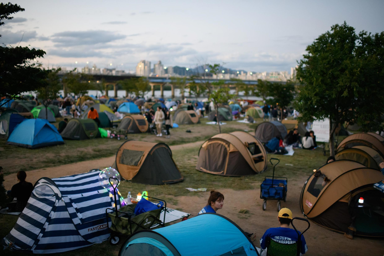 Le parc Yeoudio, à Séoul, envahi de tentes au dernier jour des vacances de Chuseok, le 26 septembre 2018.