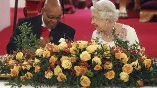 Britain's Queen Elisabeth II with Jacob Zuma at Buckingham Palace