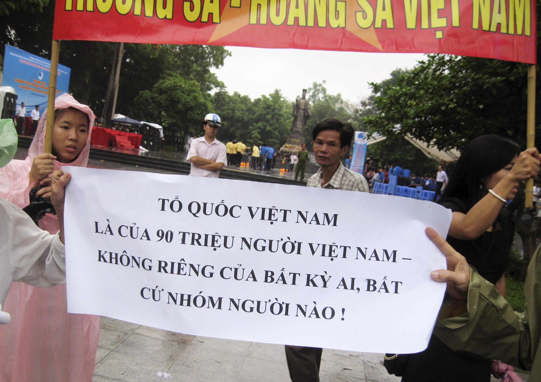 Những cuộc tuần hành tại Hà Nội phản đối Trung Quốc đã khiến việc ban hành Luật biểu tình càng thêm cấp thiết.