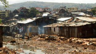 Kroo Bay, l'un des plus grands bidonvilles de Freetown, en Sierra Leone.