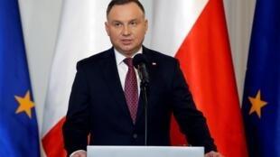 Le président Andrzej Duda est aujourd'hui crédité de 40% des voix au premier tour de la présidentielle,une baisse de 10 points par rapport au début de l'épidémie de Covid-19.