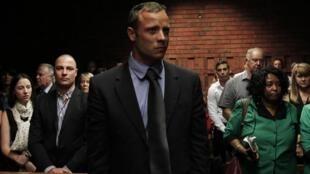 Oscar Pistorius durante a audiência desta terça-feira, 19 de fevereiro de 2013, no tribunal de Pretória.