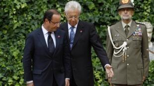 O presidente francês, François Hollande, e o premiê italiano, Mario Monti, durante encontro desta terça-feira na Villa Madama, em Roma.