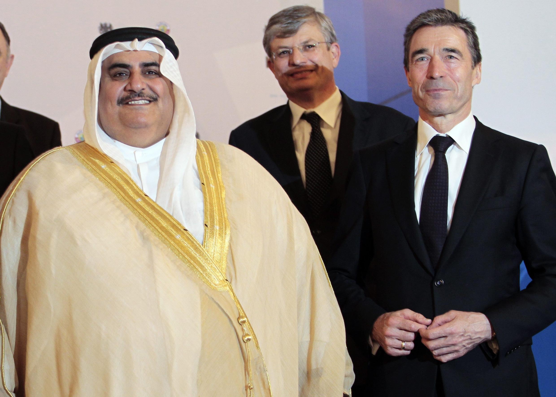 Bahrain's Foreign Minister Sheikh Khaled bin Ahmed Al Khalifa (L) with Nato Secretary-General Anders Fogh Rasmussen