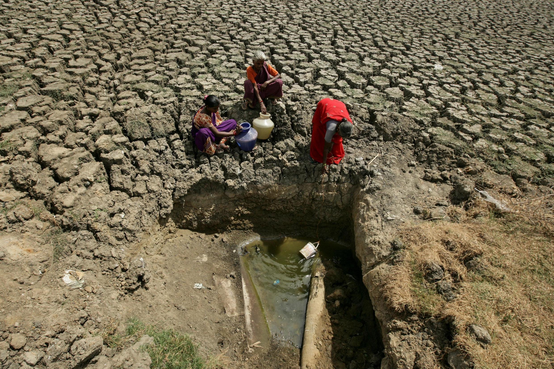 Moradores de Chennai, na Índia, enfrentam luta quotidiana para ter acesso à água.